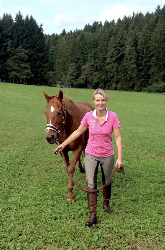 Andrea Bender mit Pferd